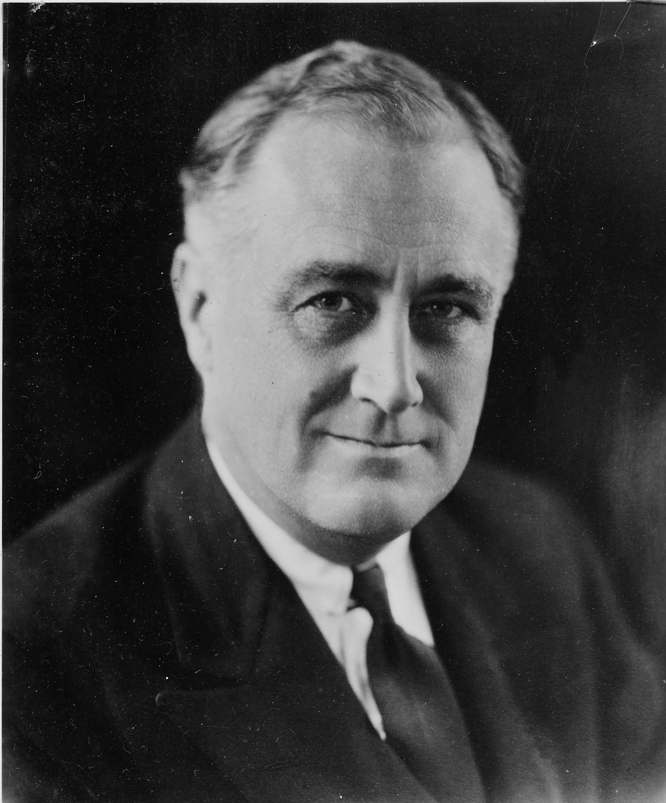 president franklin d roosevelt the First president to fly in/steer a blimp franklin d roosevelt was the first sitting president to ride in an airplane, an occasion marked by a very long overseas flight to attend the 1943 casablanca conference.